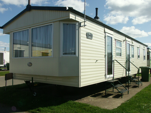 Beautiful BERTH CARAVAN FOR HIRE ON LYONS ROBIN HOOD RHYL NORTH WALES